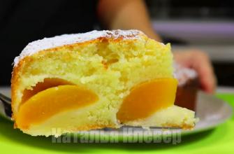 Идеальный рецепт к чаю: пышный и нежный пирог с персиками