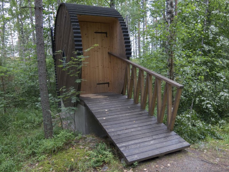 Как сделать туалет на даче весьма уютным
