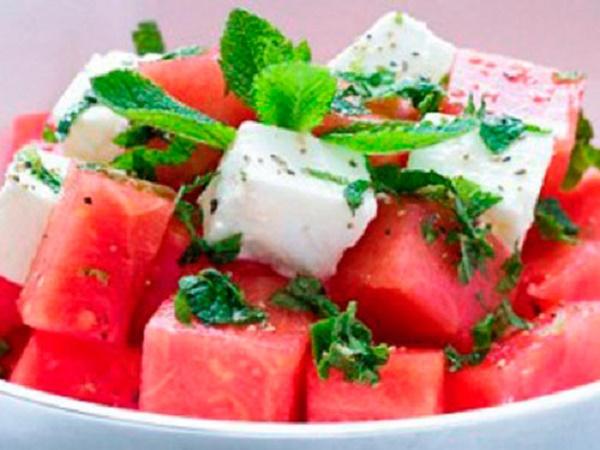 Полезный и невероятно свежий салат. Худеем вкусно!