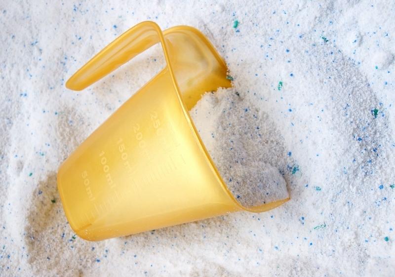 Как быстро проверить качество стирального порошка… простой трюк с очень неожиданным результатом!